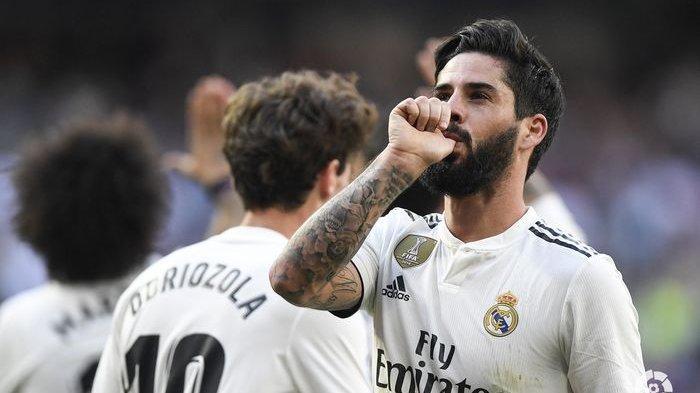 Gelandang Real Madrid, Isco Alarcon, merayakan golnya pada laga pekan ke-28 Liga Spanyol kontra Celta Vigo di Stadion Santiago Bernabeu, 16 Maret 2019.