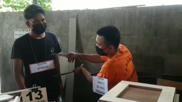 Rekonstruksi Pembunuhan di Bengkong Batam, Hanani Hananto Tikam Korbannya Dua Kali