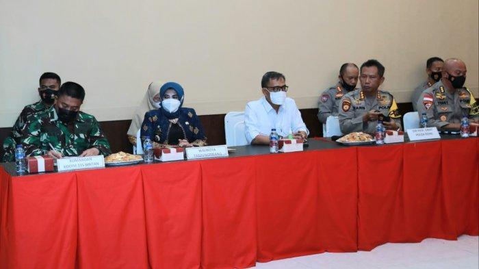 Sejumlah unsur FKPD melakukan rapat koordinasi pembahasan PPKM berbasis Mikro di Polres Tanjungpinang, Kamis (11/2/2021).