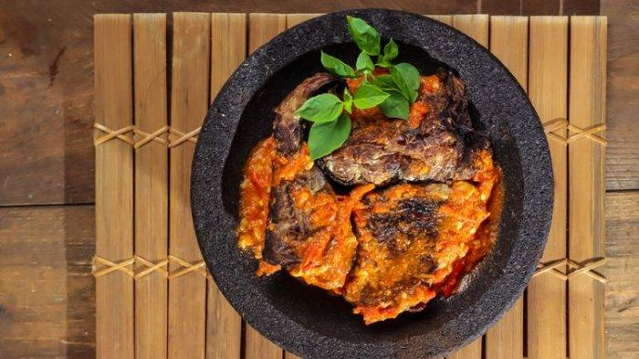 Resep Ikan Pari Asap Penyet, Santap dengan Sambal Bawang dan Nasi Hangat