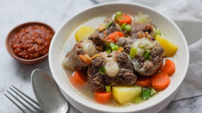 Resep Sop Buntut Sapi Kuah Bening, Sajikan untuk Menu Makan Malam Spesial