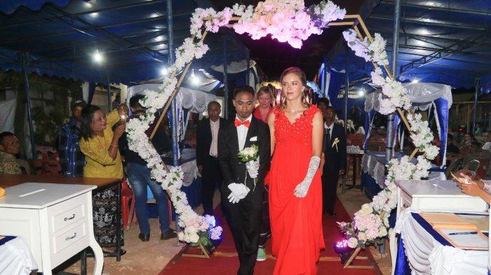 Resepsi Pria Flores Nikahi Bule Perancis di Batam, Dari Warga Hingga Bule Datang, Ini Fotonya