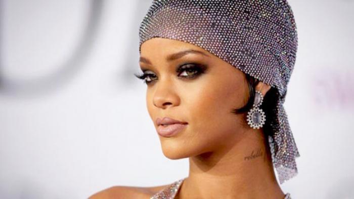 "Penyanyi ""California King Bed"" Rihanna Sumbang Rp 11 Miliar Demi Perangi Wabah Corona"