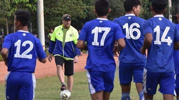 BERITA PERSIB - Sikap Pelatih Persib Robert Rene Alberts Soal Tekanan dan Ekspektasi Tinggi Bobotoh