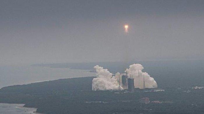 Disorot Dunia, Roket Long March Berbobot 18 Ton Milik China Jatuh ke Bumi Hari Ini