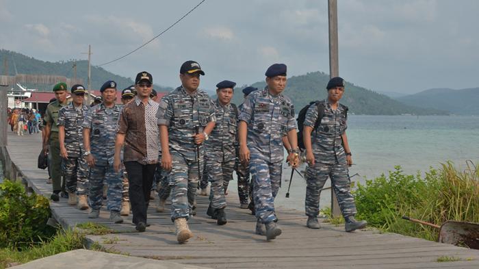 Danlantamal IV Tinjau Pos TNI AL Jemaja Anambas