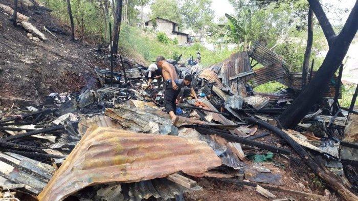 BREAKINGNEWS - Dua Unit Rumah di Sungai Harapan Sekupang Batam Ludes Terbakar