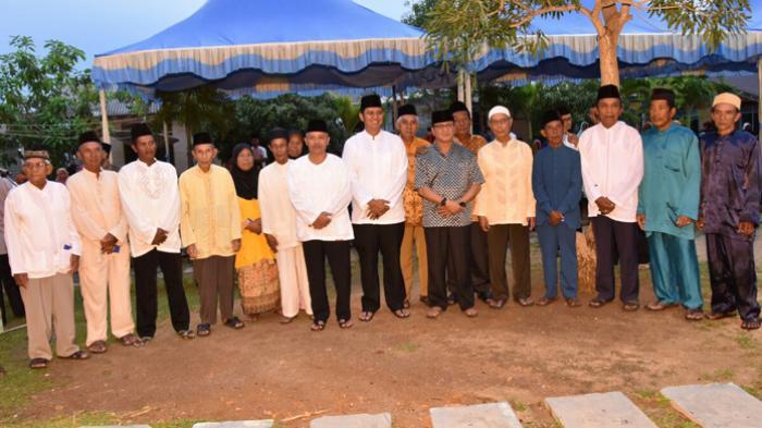 Kepala Daerah Bintan Minta Warga Dukung Program Pemerintah - safari-ramadan-kepala-daerah-bintan-di-desa-mantang-lama-dan-desa-dendun2_20160623_151913.jpg