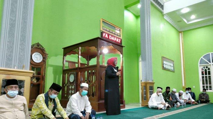 Safari RamadhanWakil Gubernur Kepri, Marlin Agustina di Masjid An-Nur Kelurahan Batu Hitam, Kecamatan Bunguran Timur, Kabupaten Natuna, Jumat (30/4/2021).