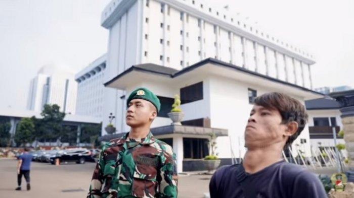 Prada Haidir Anam dan Sandi Rihata. Keduanya merupakan tukang bangunan di Mabes AD, sebelum Anam mendaftar jadi TNI