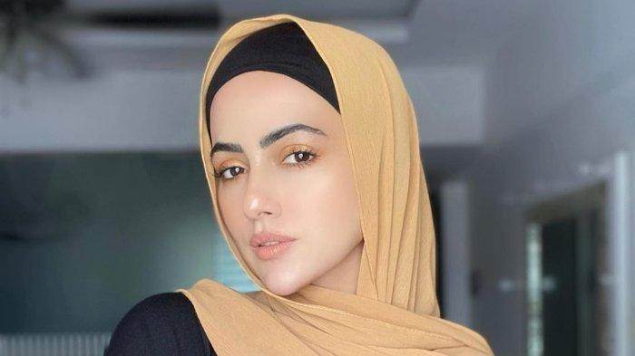 Mantap Hijrah dan Tinggalkan Dunia Bollywood, Ini Profil dan Perjalanan Karier Sana Khan