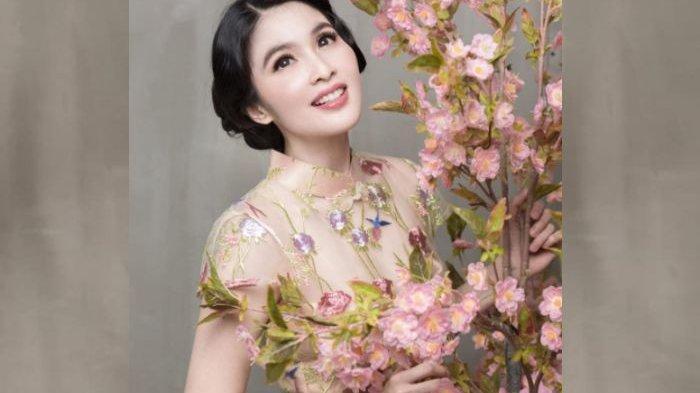 4 Gaya Makeup Artis Untuk Tahun Baru Imlek 2020, Cantik Natural Ala Sandra Dewi