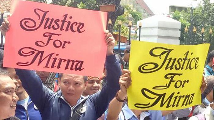 Karyawan Ayah Mirna Ramai-Ramai Datangi Pengadilan Teriak 'Hukum Mati' untuk Jessica
