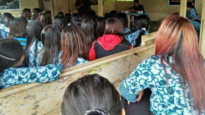 Penghuni lokalisasi pelacuran Alaska Sukorejo Kendal saat ikut sekolah