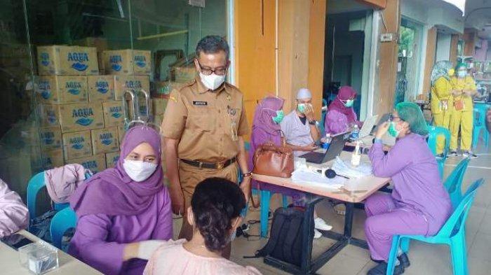 Sekda Batam Cek Kepastian Vaksinasi di Bengkong, Imbau Warga Tetap Taati Protokol Kesehatan