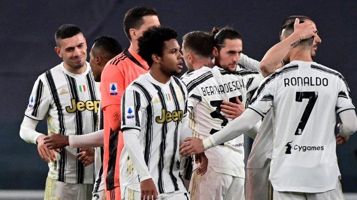 Selebrasi Pemain Juventus - Pemain Juventus Cristiano Ronaldo dkk melakukan selebrasi bersama usai pertandingan yang berhasil dimenangkan Juventus dengan skor 3-1 atas Lazi, Sabtu (6/3/2021) malam atau Minggu dinihari WIB.