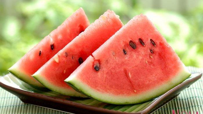 Awas! Makan Semangka yang Berlubang Saat Dibuka Bisa Sebabkan Tumor, Berikut Penjelasannya