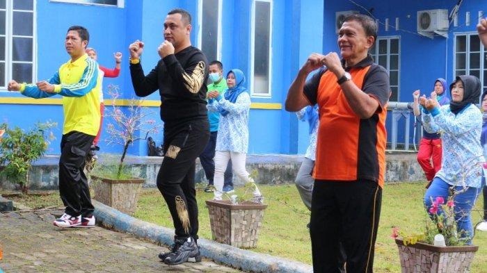Kelurahan Toapaya Asri Gagas Senam Bersama, Lurah Helmizan Serukan Pentingnya Protokol Kesehatan