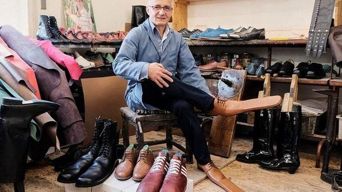 Pria Asal Rumania Ini Bikin Sepatu Physical Distancing, Ini Dia Penampakannya