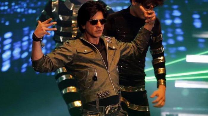 Bukan Bunga atau Tarian, Aktor Bollywood Shah Rukh Khan Malah Disambut Ular Raksasa di Australia
