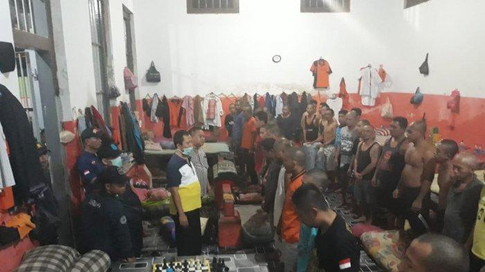 Petugas Kanwil Kemenkumham saat sidak di Lapas Tanjungpinang