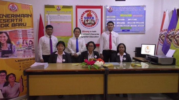 SMTK Pelita Kemuliaan Kurikulumnya Berbasis Pembinaan Karakter