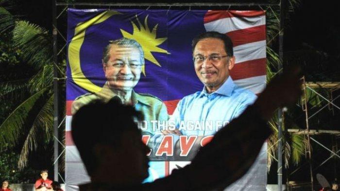 Spanduk Mahathir Mohammad dan Anwar Ibrahim