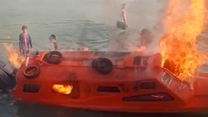 SPEEDBOAT TERBAKAR - Speedboat angkut penumpang milik Alim warga Desa Kote, Kecamatan Singkep Pesisir, Kabupaten Lingga, Provinsi Kepri terbakar, Rabu (4/8/2021).