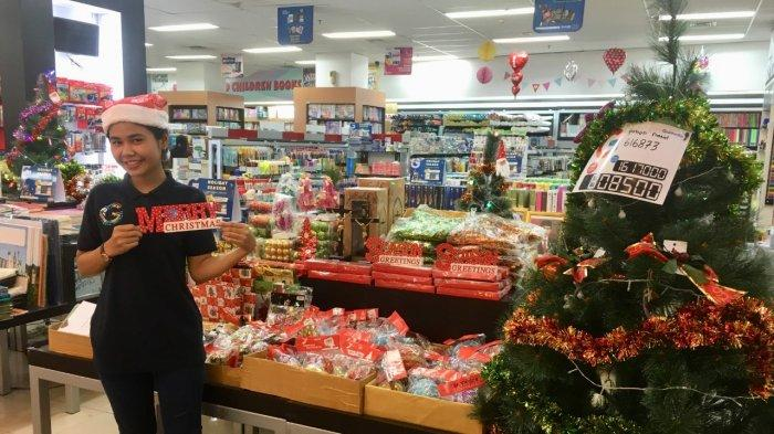 Hunting Christmas Trinkets in Gramedia, Gives Up To 50 Percent Discounts