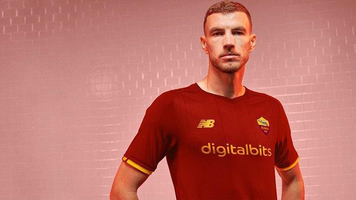 Striker AS Roma asal Bosnia, Edin Dzeko degan jersey kandang baru AS Roma