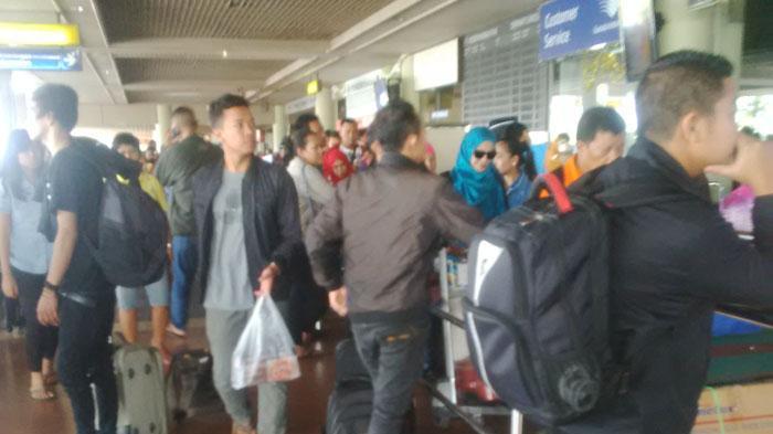Berangkat Pukul 19.00 WIB. TKI Asal Jember Ini Sudah Menunggu di Bandara Hang Nadim Pukul 09.00 WIB