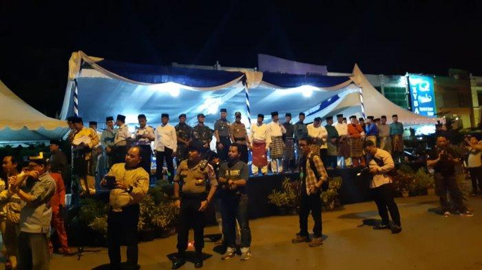 Pasukan Orange Kota Batam Beraksi di Malam Tabkiran, Bersihakan Samoah Berserak