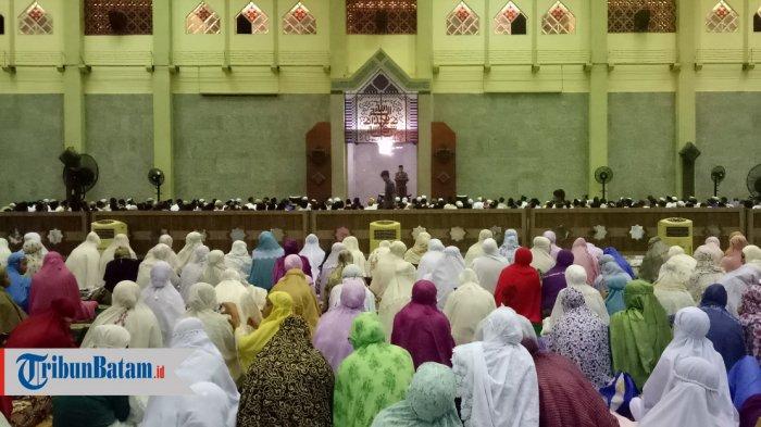Suasana Tarawih di Masjid Agung Batam Center, Rabu 916/5/2018)