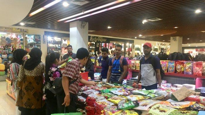 Foreign Tourists Invade Souvenir Shops in Batam, With IDR 100 Thousand Get Three