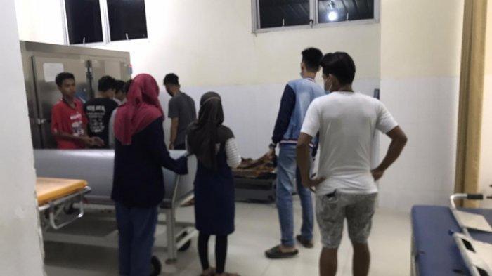 BREAKINGNEWS - Dua Remaja Meninggal, Puluhan Warga Padati Kamar Mayat RSUD Embung Fatimah
