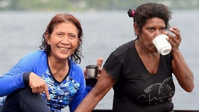 Susi Pujiastuti bersama Mama Nur Haremba pada satu momen