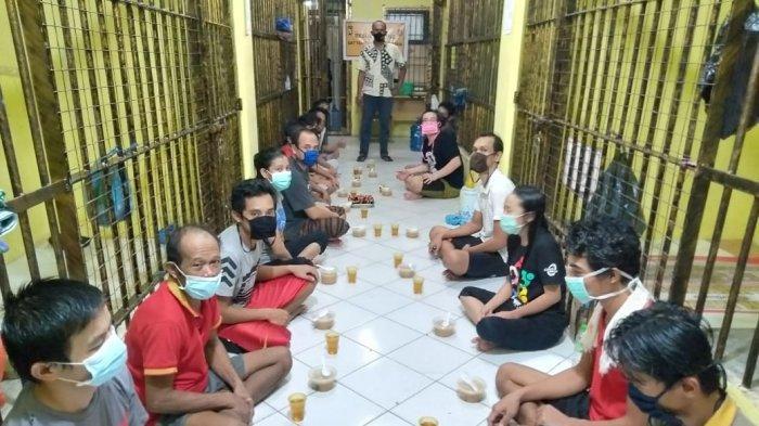 Pererat Silaturahmi Sesama Muslim, Personel Polres Bintan Ajak Tahanan Buka Puasa Bersama