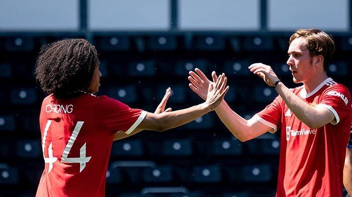 Tahith Chong (kiri) mencetak 1 gol dalam kemenangan Manchester United 2-0 atas Derby County