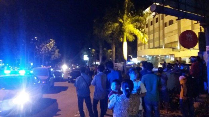 BREAKINGNEWS: Sopir Taksi Online-Taksi Konvensional Nyaris Baku Hantam di Batu Ampar!