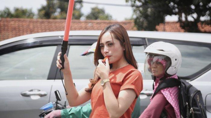 Kenalkan si Cantik Tamara Putri, Sosok Ceu Ogah Pengatur Lalu Lintas di Kota Bandung