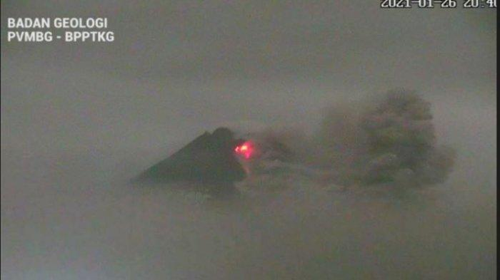 Mount Merapi Released 14 Times Hot Clouds This Morning, Ash Rain Fell in Boyolali