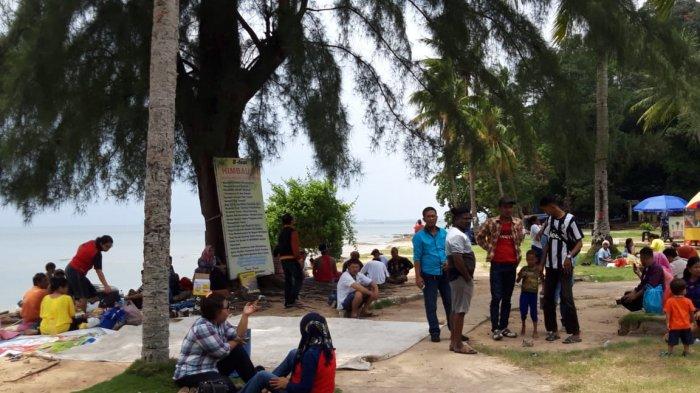 Ramai Pengunjung, Pantai Tanjung Pinggir Masih Jadi Pilihan Isi Libur 17 Agustus