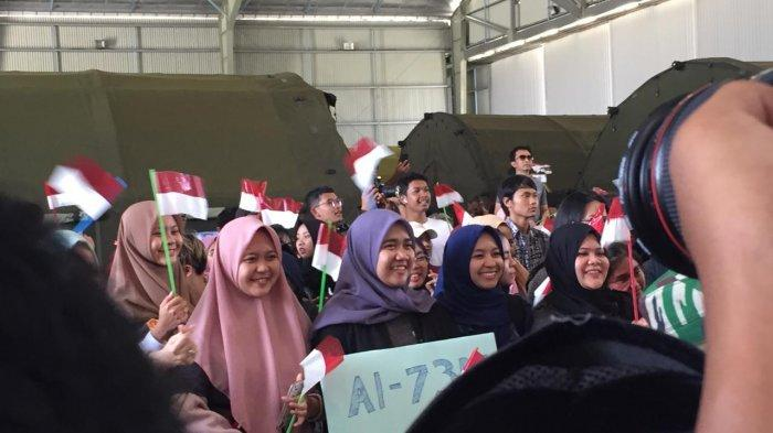 Tears and Laughter Coloring the Return of WNI from Natuna, Here's the Moment