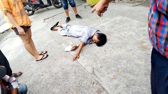 Pria Ini Muntah Lalu Pingsan di Jalan, Jadi Tontonan, Warga Tak Berani Mendekat Takut Kena Covid-19