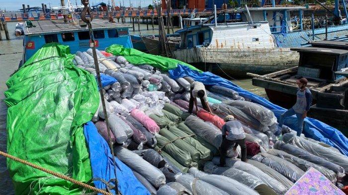 Angkut Ribuan Roll Tekstil Ilegal KM Karya Sakti tanpa Awak, Bea cukai Curiga Operasi Bocor