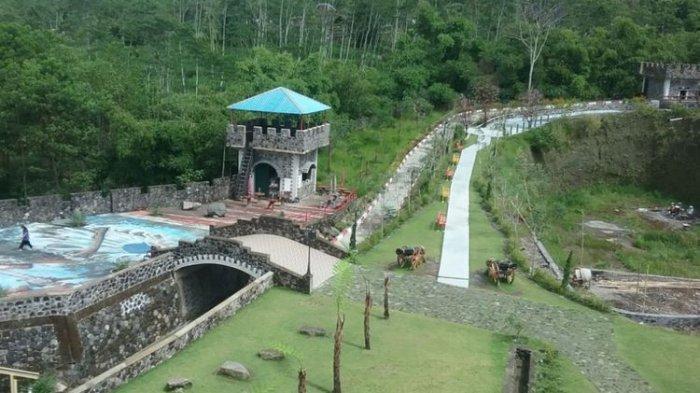 Tempat wisata The Lost World Castle Sleman Yogjakarta.