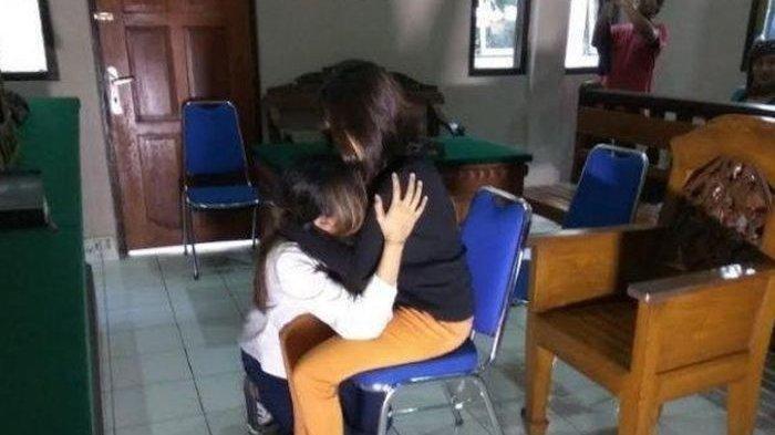 Istri 'Kerasukan' Lihat Foto Wanita di HP Suami, Tusuk Pasangan Berkali-kali, Setelah Tahu Menyesal