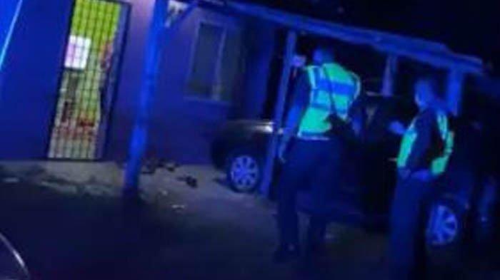 Seorang gadis merekam suara teriakan istri dan anak dari rumah tetangga, mereka sempat meminta agar suami berhenti melakukan penyiksaan pada diri mereka.