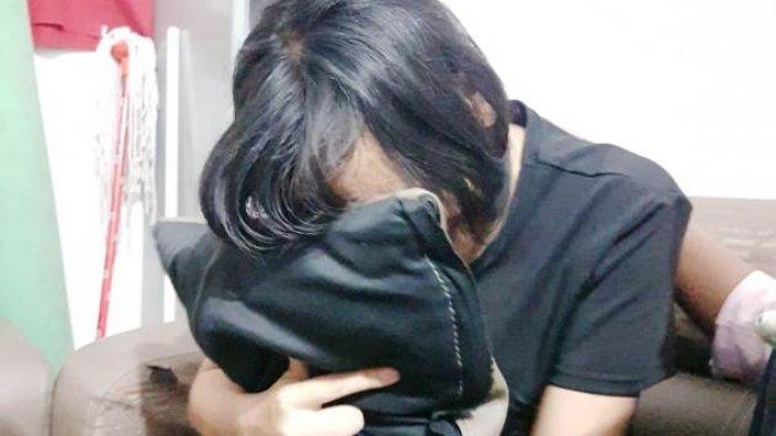 Tanpa Bantuan Medis, Karyawan PT Lahiran di Toilet, Wajahnya Pucat dan Dilarikan ke Rumah Sakit