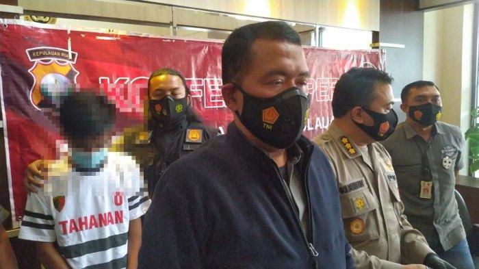 Direskrimum Polda Kepri, Kombes Pol Arie Dharmanto saat konferensi pers di Polda Kepri.